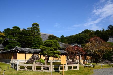 秋空の金戒光明寺