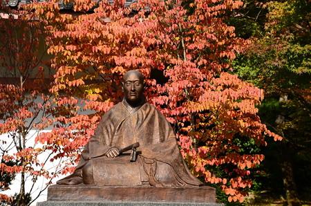 紅葉の前の玄宥僧正像