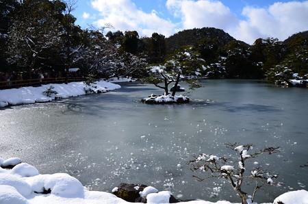 鏡湖池も凍り付いて、、、