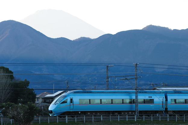 60000形ロマンスカー MSEと富士山