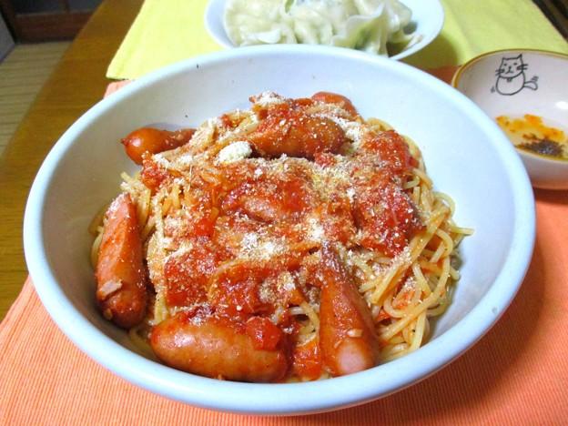 ソーセージとツナのトマトソースのスパゲッティ