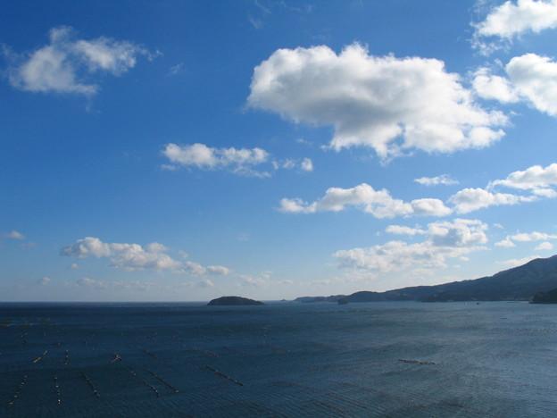 志津川の朝の空と海