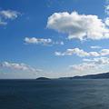 写真: 志津川の朝の空と海