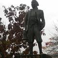 天童公園に建つ吉田大八の像。天童藩家老で、戊辰戦争時に一度は天童...