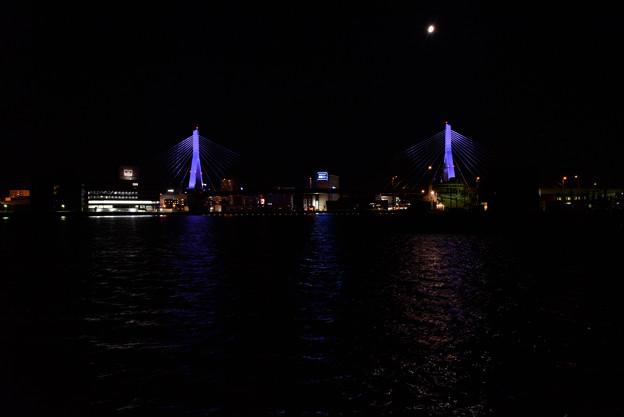 写真: 夜の青森ベイエリア20160813