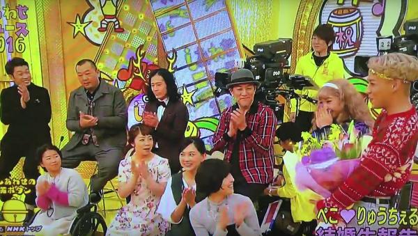 【動画】NHK「しあわせニュース」でぺこ&りゅうちぇるが新婚旅行について語る!