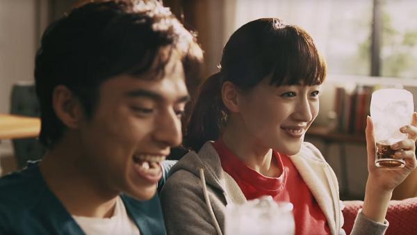 【動画】コカ・コーラ新CM「うちのコークは世界一」篇が公開!綾瀬はるか&満島真之介が出演!