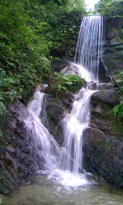 ダムに沈む予定の山祇神社から落ちる滝2
