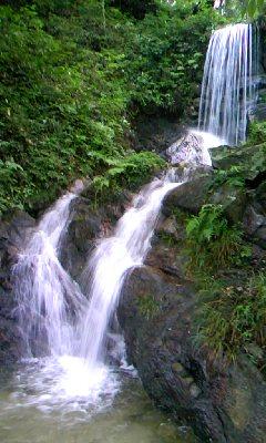 ダムに沈む予定の山祇神社から落ちる滝3