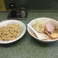 ラーメン二郎 新宿小滝橋通り店 小つけ麺 野菜 背あぶら ニンニク (ぶたサービス)