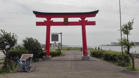 羽田空港 都市伝説の鳥居 でも平和だよ。