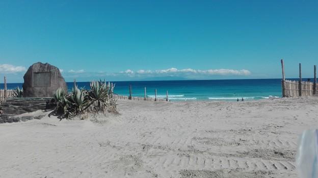 写真: 白浜海岸 きれいな海と空