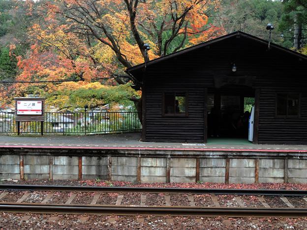 晩秋の駅舎
