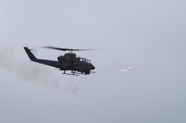 コブラの対戦車ミサイル発射