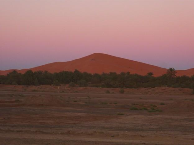 夕陽を浴びる砂丘
