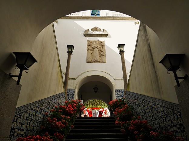 写真: 中庭への階段