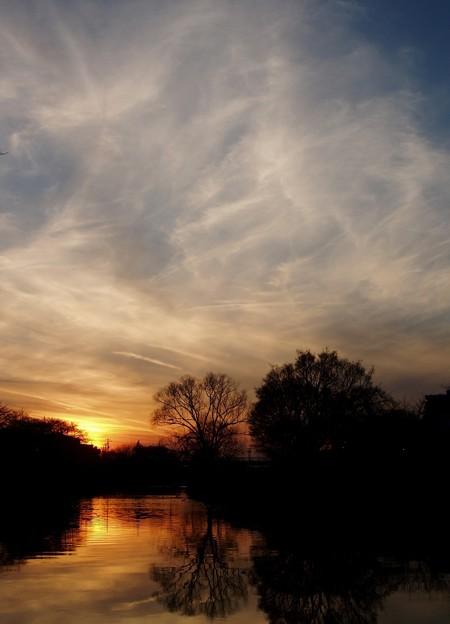 白い雲と夕日