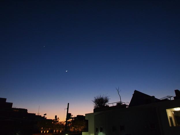 三日月のある夕焼け