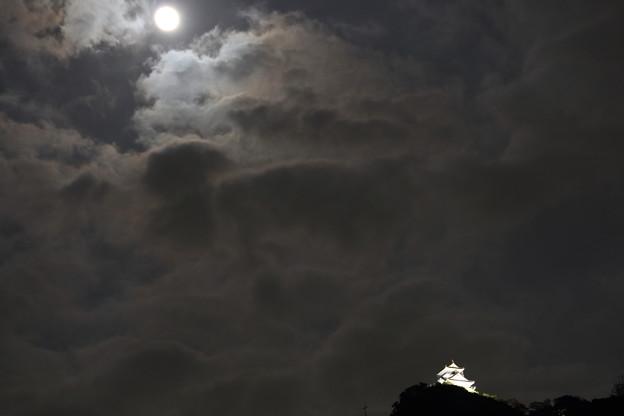 月と岐阜城
