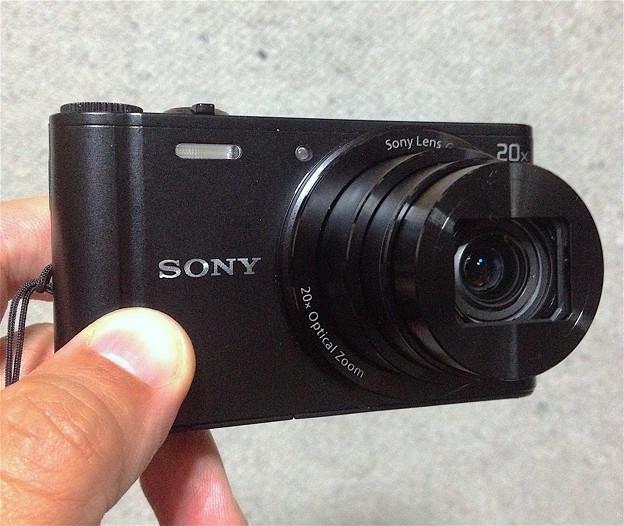 写真: Sony DSC WX300:手で持ったところ - 5