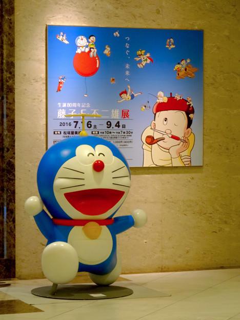松坂屋美術館『藤子・F・不二雄展』 - 2:入口前のドラえもん像