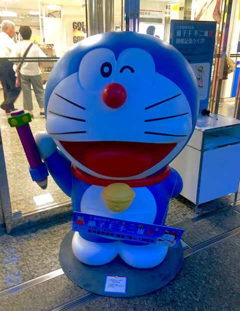 松坂屋美術館『藤子・F・不二雄展』 - 21:松坂屋地下入口にもドラえもん像