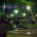 写真: ポケモンGoをやってる人が沢山いた、夜の雨上がりの白川公園 - 2