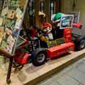 写真: 名古屋駅付近の漫画喫茶「亜熱帯」入口に、なぜかあったマリオカート!? - 1