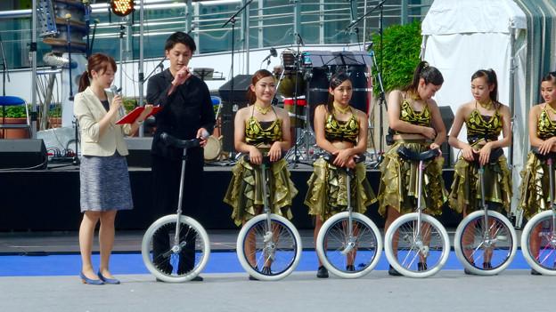 オアシス21:あいちトリエンナーレの関連イベント「虹のカーニヴァル」 - 13(一輪車のパフォーマンス)