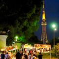 写真: 夜の屋台とそれを見下ろすように聳え立つ、名古屋テレビ塔 - 6