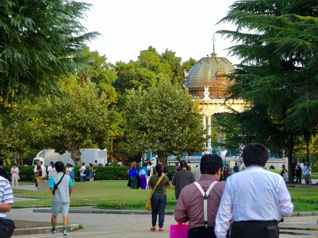 相変わらずポケモンGoをする人で賑わう、鶴舞公園 - 2