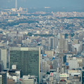 写真: ミッドランドスクエア「スカイプロムナード」から見た景色(夕方) - 38:名古屋テレビ塔越しに見た瀬戸デジタルタワー