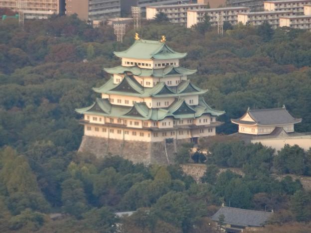 写真: ミッドランドスクエア「スカイプロムナード」から見た景色(夕方) - 56:名古屋城天守閣