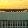 写真: ミッドランドスクエア「スカイプロムナード」から見た景色(夕方) - 60:夕焼けに染まるセントラルタワーズ頭頂部のヘリポート