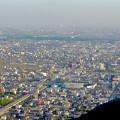 岐阜公園:展望レストランの展望台から見た景色 - 2(三菱電機稲沢製作所のエレベーター試験塔)
