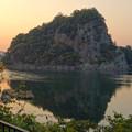 夕日に染まる、鵜沼城跡の岩山 - 1