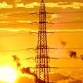 写真: 送電線の横に沈む夕日 - 2