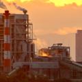 写真: 王子製紙の工場越しに見た、夕暮れ時のザ・シーン城北 - 3