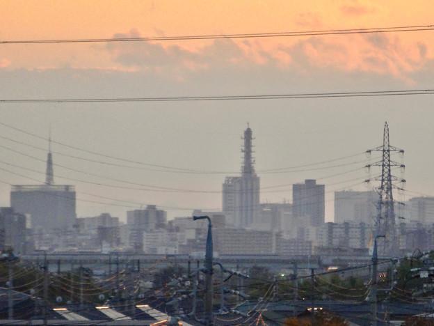 吉根橋から見た、夕暮れ時の名古屋テレビ塔とNHKドコモ名古屋ビル - 1
