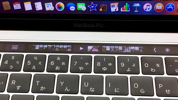 新MacBook Pro 13インチ Touch Bar搭載モデル - 4:Touch Bar(写真アプリ)