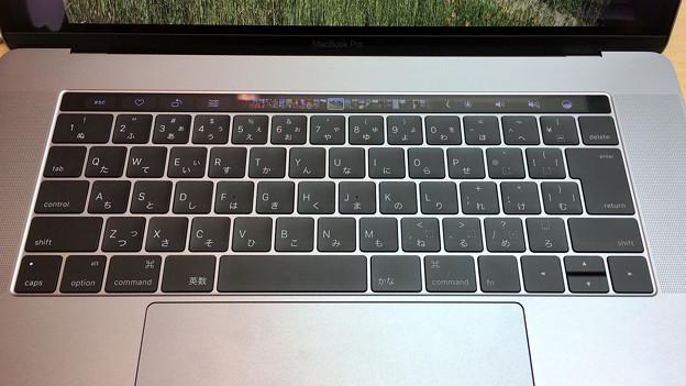 新MacBook Pro 15インチ Touch Bar搭載モデル - 7:Touch Bar(写真アプリ)