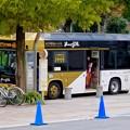 Photos: オアシス21前に止まる、なごや観光ルートバス「メーグル」