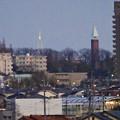 庄内川沿いから見えた瀬戸デジタルタワーと金城学院大学のアニー・ランドルフ記念講堂