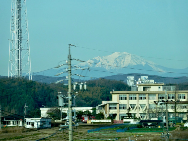 写真: リニモ車内から見えた、雪を戴く御嶽山 - 2
