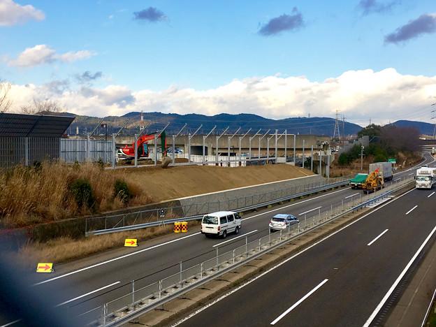 桃花台線の中央道上高架撤去工事高架(撤去後、2017年1月11日):防音壁の設置 - 8
