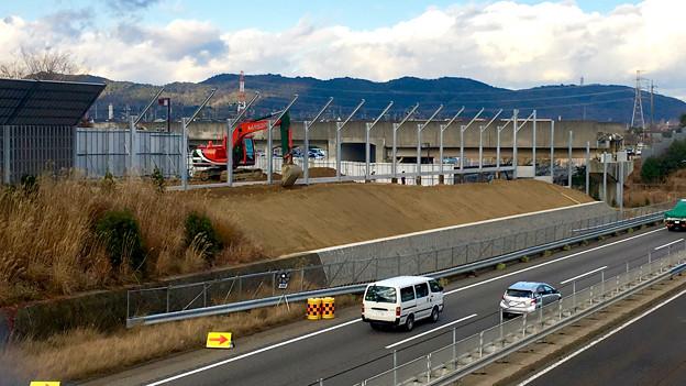 桃花台線の中央道上高架撤去工事高架(撤去後、2017年1月11日):防音壁の設置 - 9