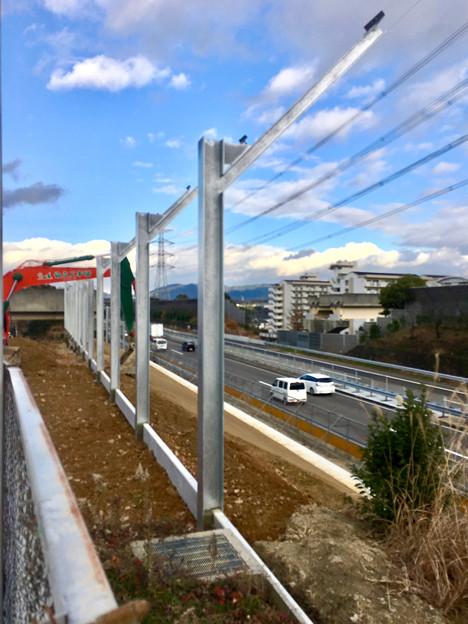 桃花台線の中央道上高架撤去工事高架(撤去後、2017年1月11日):防音壁の設置 - 10
