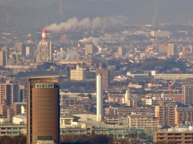 東山スカイタワー展望階から見た景色 - 31:名古屋市猪子石工場と王子製紙の煙突