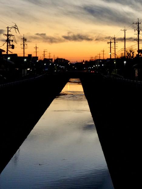 夕暮れ時の地蔵川 - 1