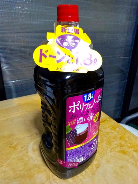 写真: ポリフェノールたっぷり(?)なペットボトル赤ワイン - 3